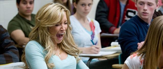 Non, Kris ne baye pas en classe, elle crie!