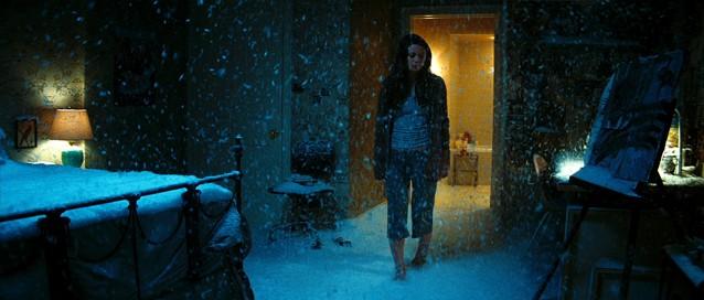Nancy marche pieds nus dans la neige sans avoir froid, normal quoi